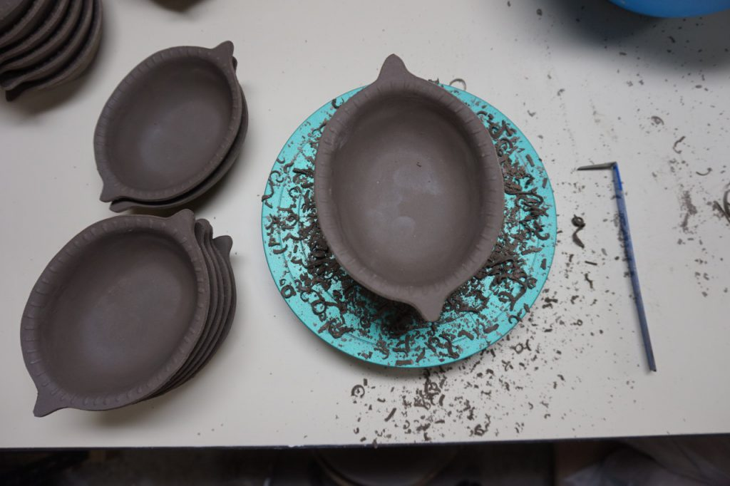 ある日の午後3時の作業。ちっちゃなレモン鉢の生地の仕...