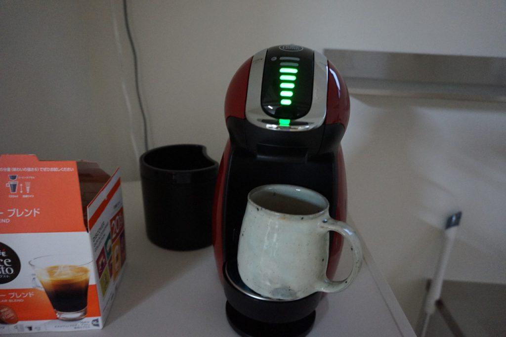 コーヒー好きがひしめく当窯の愛用マシン。「カチャ」と...