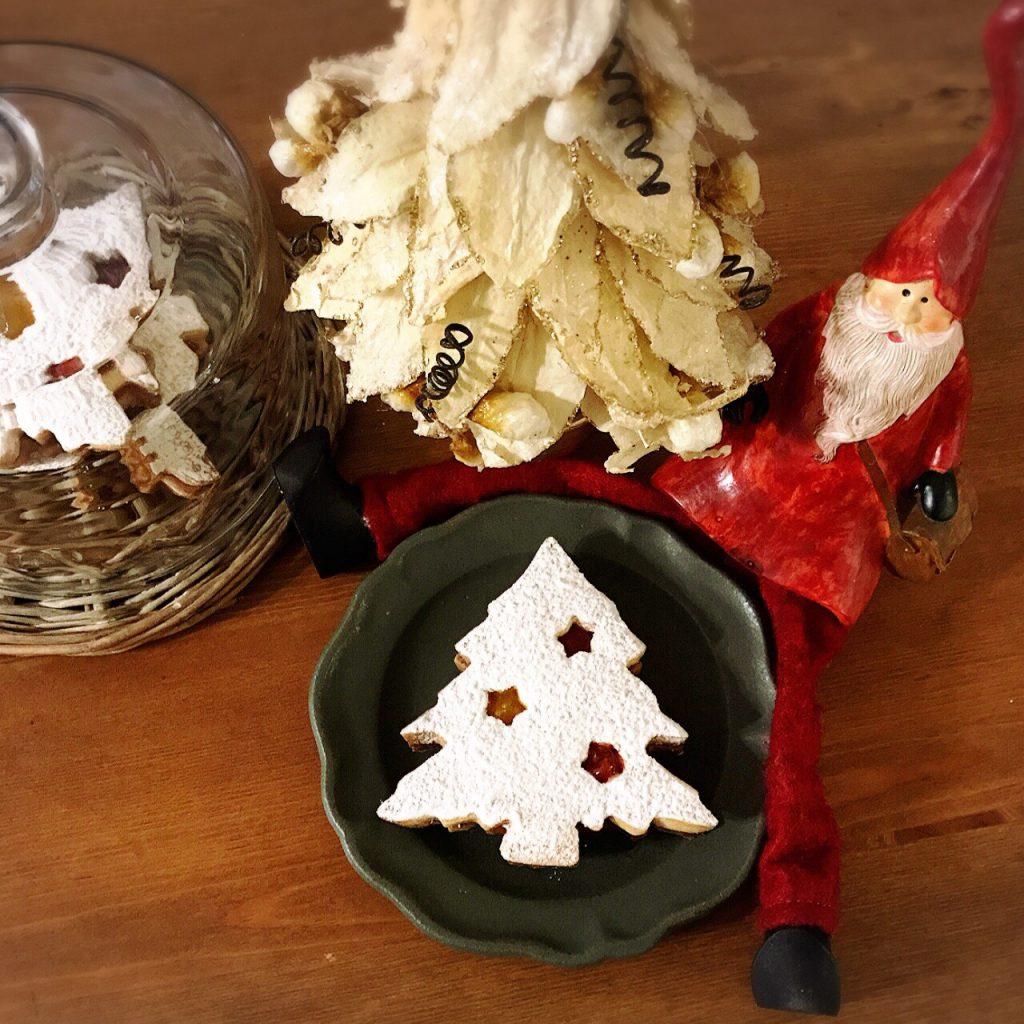 毎年娘たちと一緒に作る、サンタさんのためのクッキー...