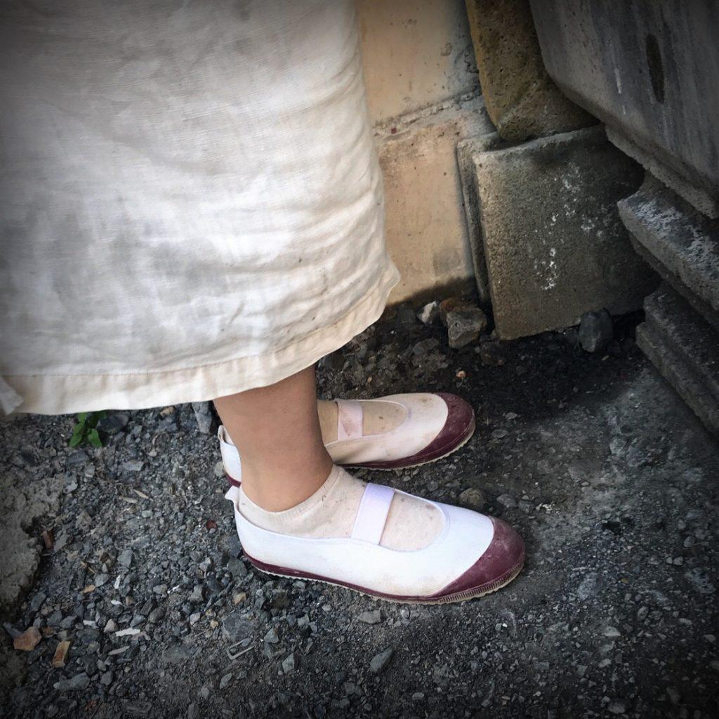 作りメンバーのシノブさんの足元を見たら、なんとまあ可愛らしい少女のよう!